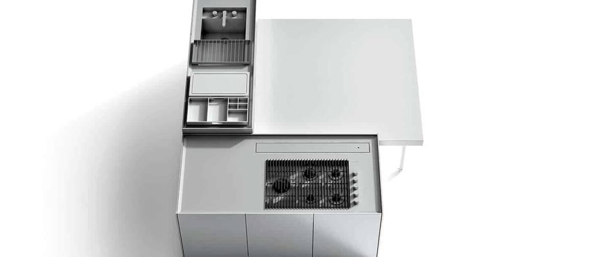 À cela s'ajoutent une vaste gamme de matériaux, des accessoires de cuisine et de lavage. Ainsi, Combine, grâce à sa modularité, permet aux utilisateurs de construire leur cuisine idéale, via notamment la finition caractéristique sur les 4 côtés des monoblocs, permettant de les combiner les uns avec les autres.