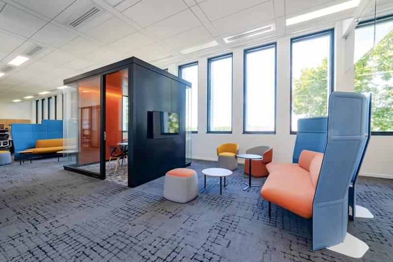 Nouveaux bureaux accueillant l'agence Tetris, spécialisée dans la conception design & build des espaces de travail. Immeuble King Charles. Partenaires mobilier RBC, APSI et Haworth. ©Tetris