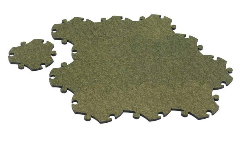 Tapis Puzzle, en polyéthylène expansé souple en tissu en polyester. Design Satyendra Pakhalé. Modules de 36 cm de largeur à assembler. ©Magis Me Too