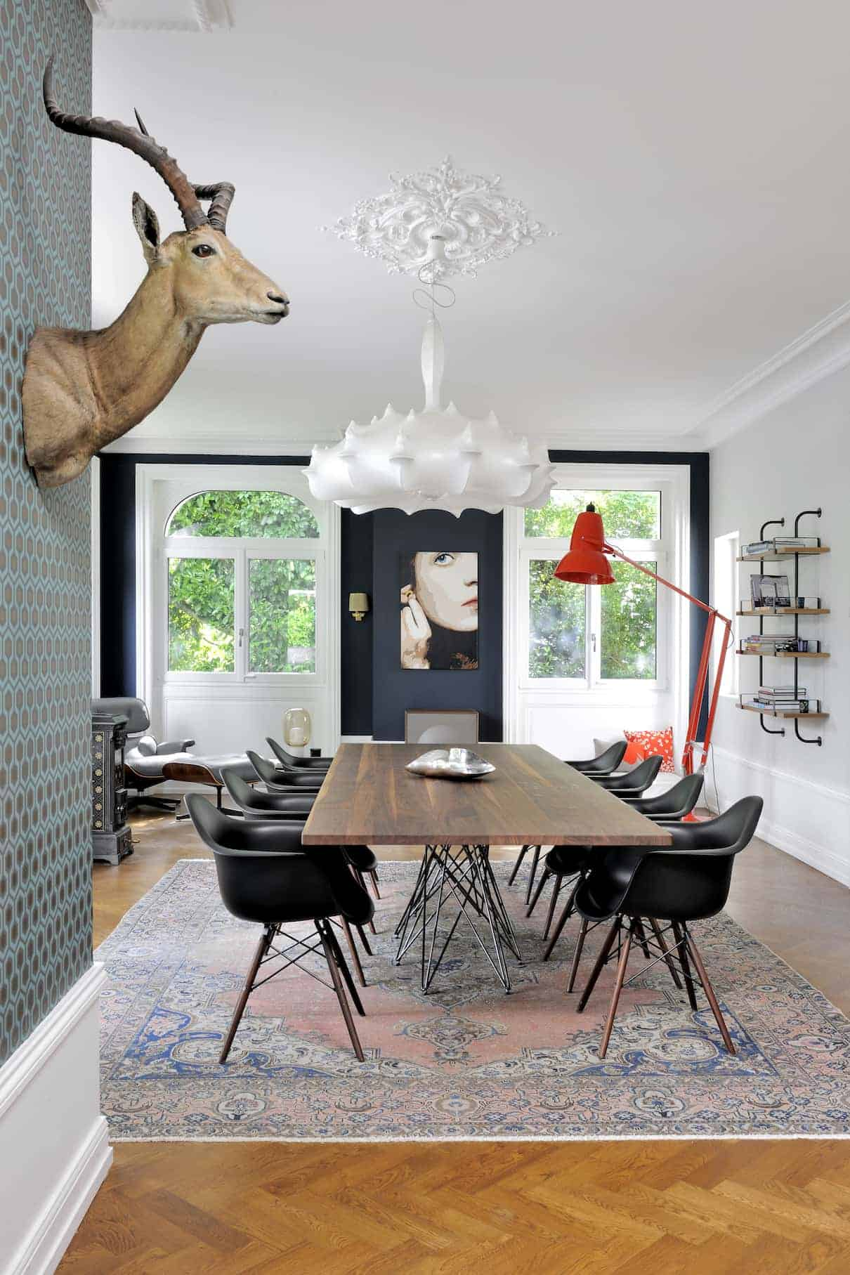 une maison r nov e et d cor e par l 39 architecte michel lagier charbonni res les bains domodeco. Black Bedroom Furniture Sets. Home Design Ideas