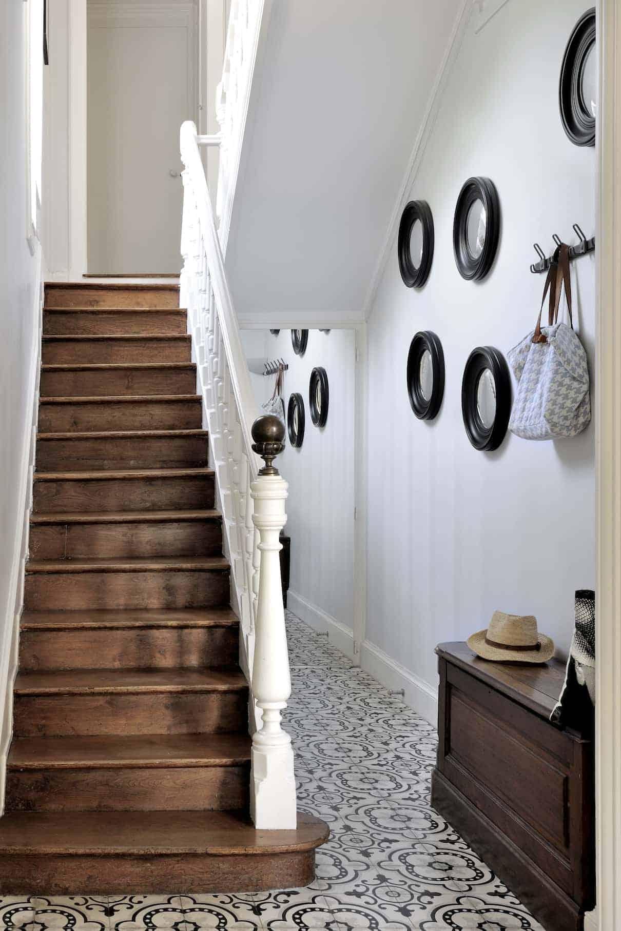 Hall d'entrée avec carreaux ciment Couleurs & Matières