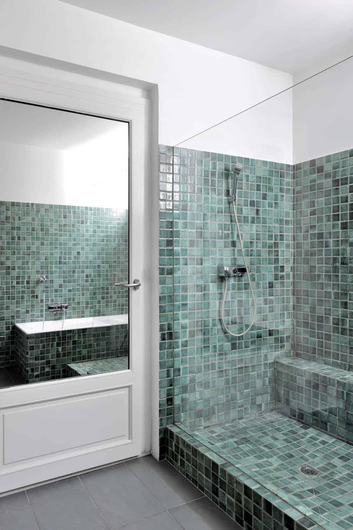 Salle de bains en pâtes de verre d'origine