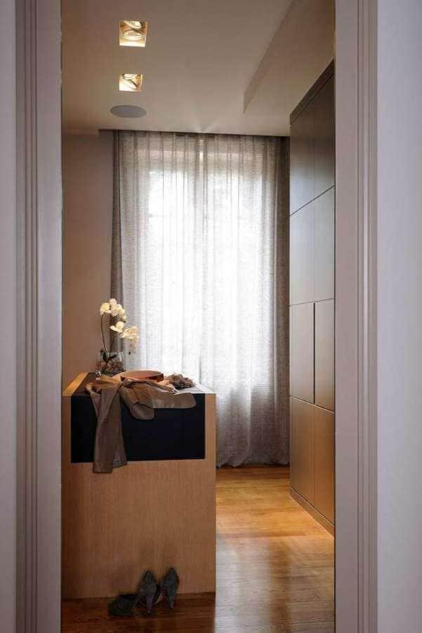 Dressing de la master suite, liée à la salle de bains parentale. Photographe Erick Saillet.