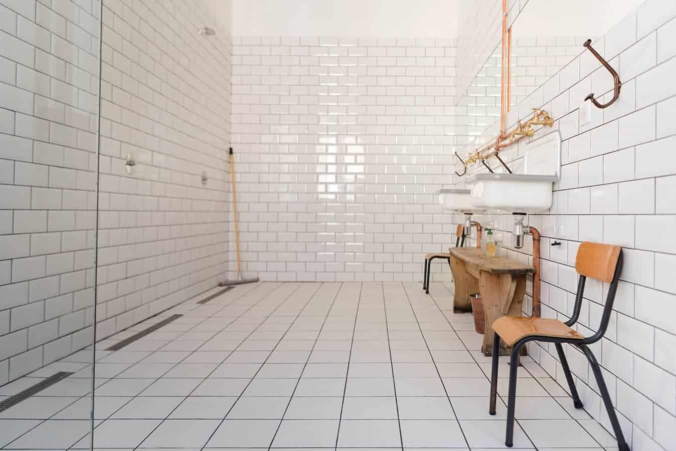 Salle de bains de la chambre « Piscine » - La Maison d'Ambronay
