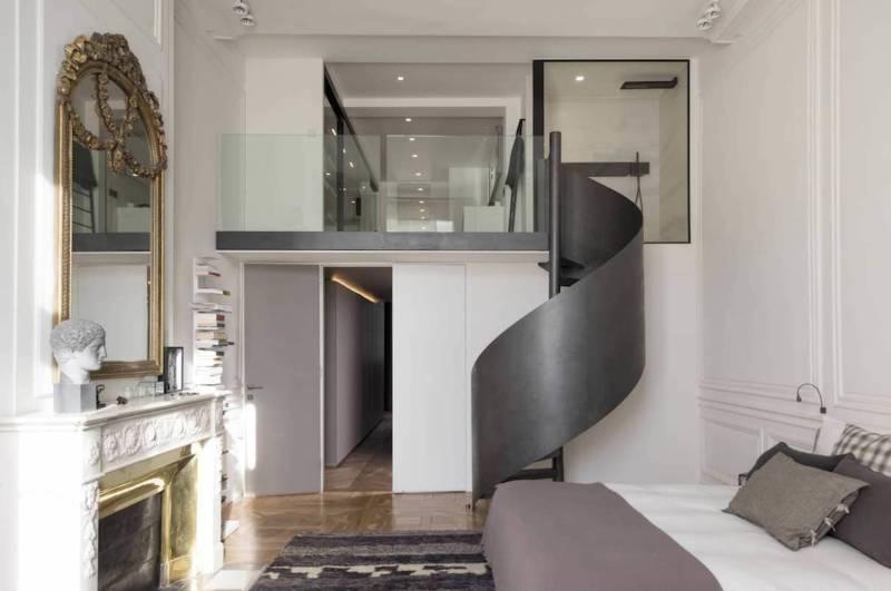 Suite parentale, avec salle de bains en surplomb agape et escalier en métal réalisé par Kozac (Lyon 2ème)