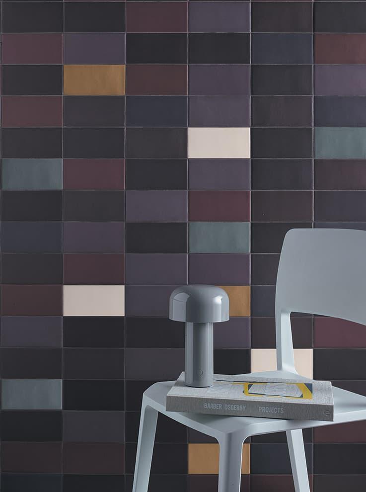 Carreaux Lane. Le point de départ comprend 5 palettes de couleurs, chacune formée par un ton différent. Disponibles 3 versions Base, Poly et Mono. 7,9 x 16 cm. Design Barber & Osgerby. ©Mutina