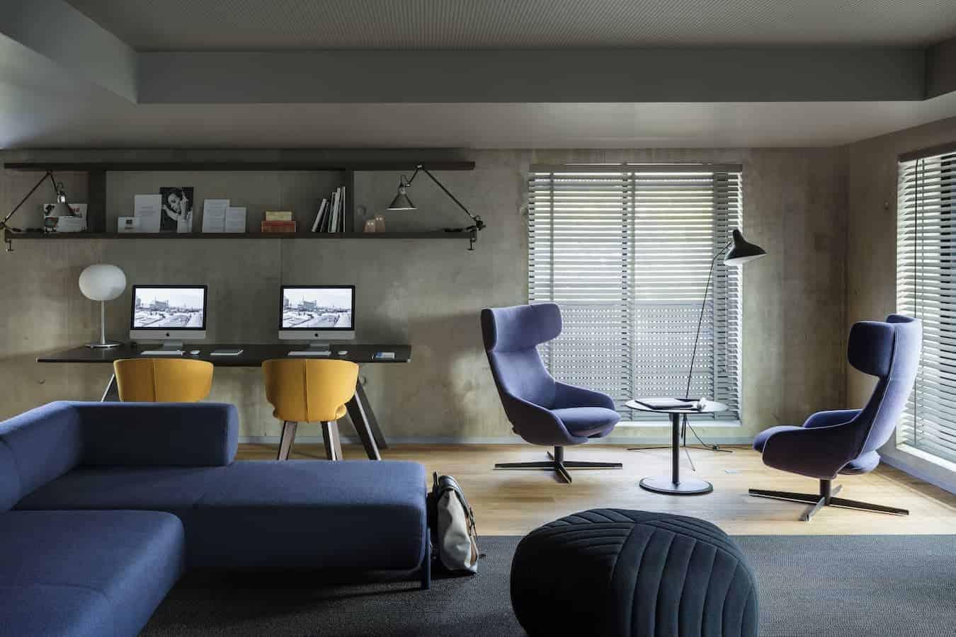 Okko Hôtel Strasbourg - Le Club est conçu comme une succession de petites zones cosy où travailler, se reposer, bouquiner ou encore prendre l'apéritif… comme à la maison. ©Jérôme Galland