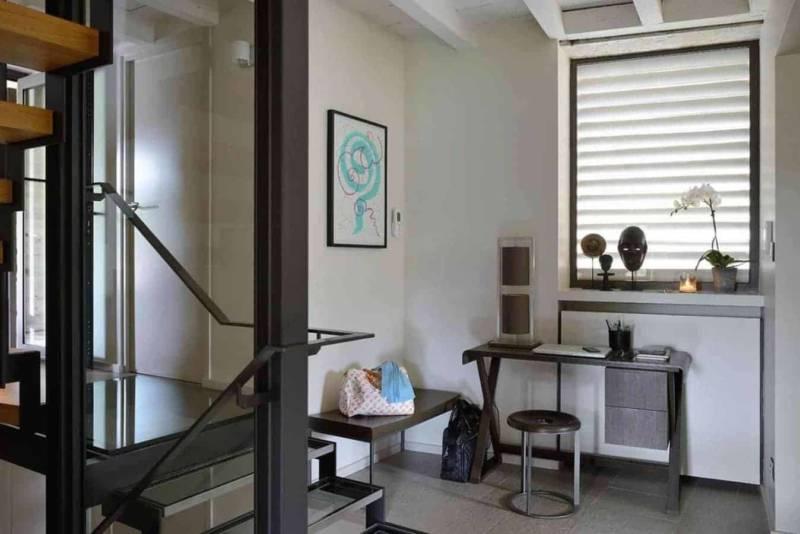 Seconde entrée escalier en bois, métal et verre réalisé par ASCR Serrurier (Irigny) Réalisation architecture d'intérieur Dorga - David Burles Photographe Erick Saillet