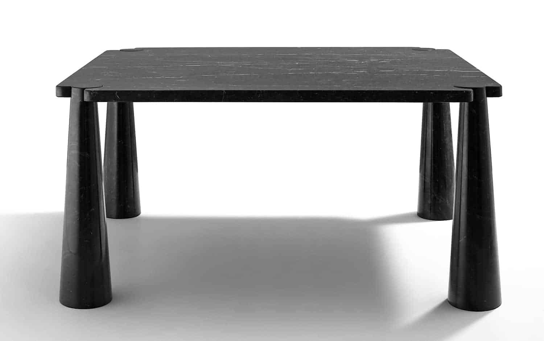Table Eros en marbre noir Marquinia, d'Angelo Mangiarotti. ©Agapecasa