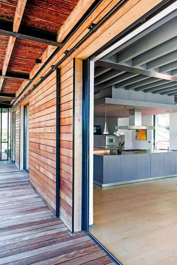 Insertion d'une maison HQE (Haute Qualité Environnementale), au sein des Monts d'Or. Réalisée par l'agence d'architecture Tectoniques (Lyon 3ème). Photographe Sabine Serrad