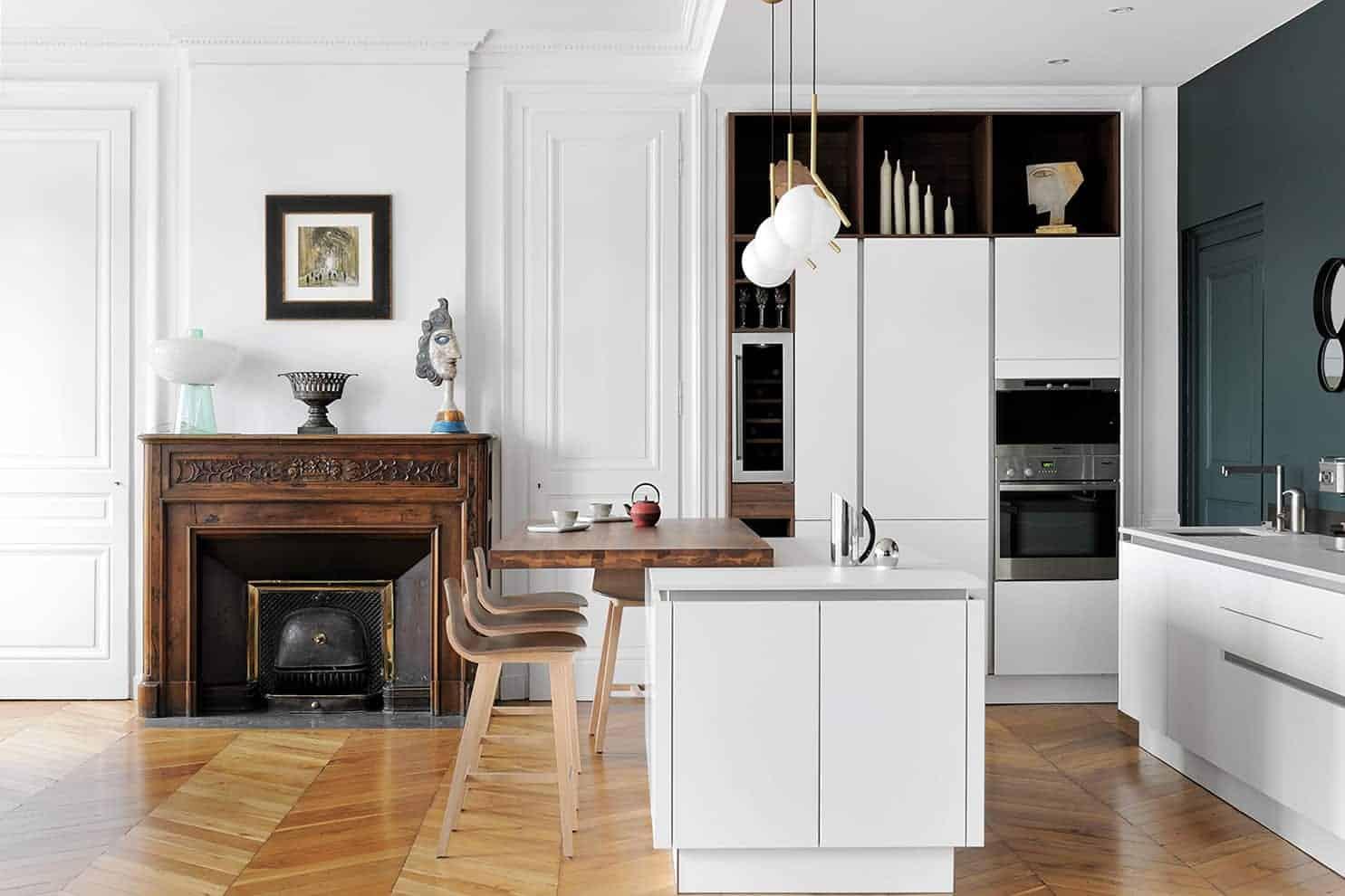 Réalisé par EC Cuisines, l'espace culinaire s'intègre avec brio et minimalisme.