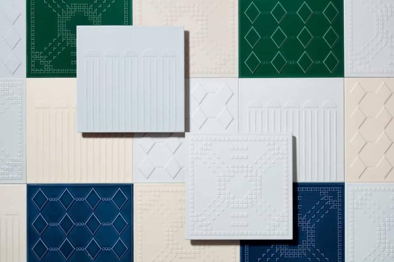 Collection de carreaux grès émaillé Dekorami. Modèles Kolonne, Koriandoli et Kodici, de 25 x 25 cm. Design Marcante Testa. ©Ceramica Vogue