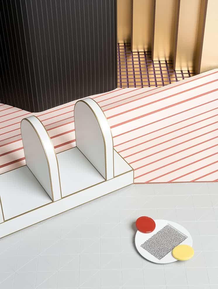 Membranes architecturales semi-rigides et tridimensionnelles Mesh Sheets, disponibles en différentes variations et finitions. Dimensions stansdard : 284 x 110 cm et 236 x 114 cm. ©Wood-Skin