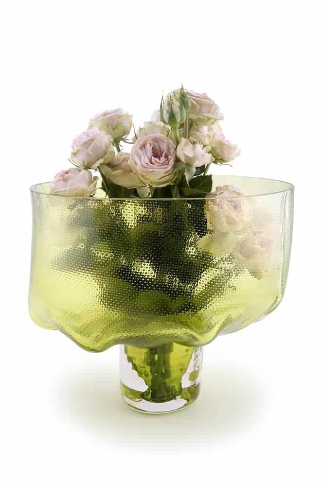Bloom, vase en verre permettant d'englober la totalité d'un bouquet. ©Vanessa Mitrani