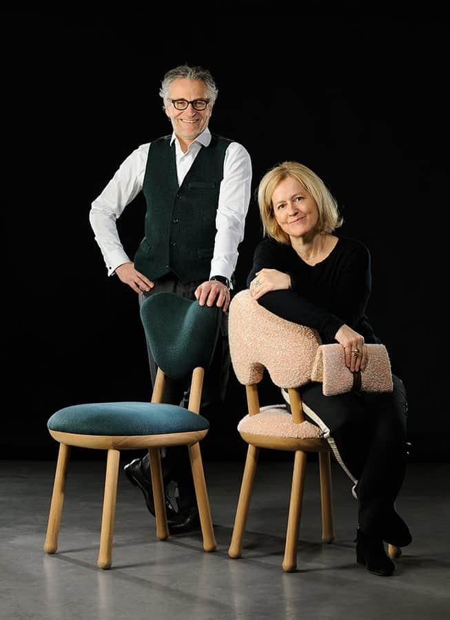 Charles Jouffre et Claudie Gautherot. Assises de Pierre Yovanovitch confectionnées par l'Atelier Charles Jouffre avec du tissu bouclé rose Rumi (Chapas Textiles) et Skye Malachite (Rogers & Goffigon).