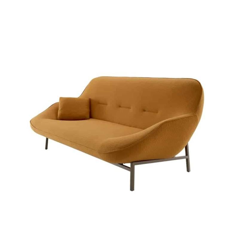 Cosse, canapé en acier mécano-soudé et système de suspension par sangles. Piétement métal laqué bronze. 215 x P 102 x H 86 cm. Design Philippe Nigro. ©Cinna