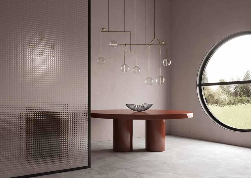 Dewdrops, lustre mobile avec structure en laiton et sphères en verre soufflé. ©Giopato & Coombes