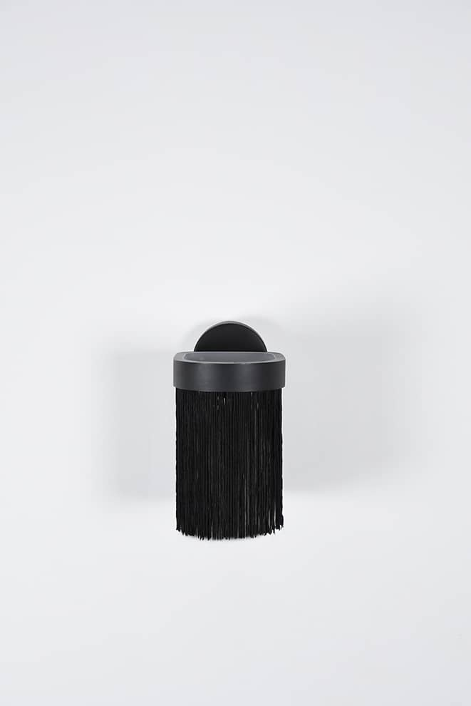Galon, applique avec abat-jour à franges et acier laitonné. 12 x 8 x H 19 cm. Design Guillaume Delvigne. ©ENO Studio