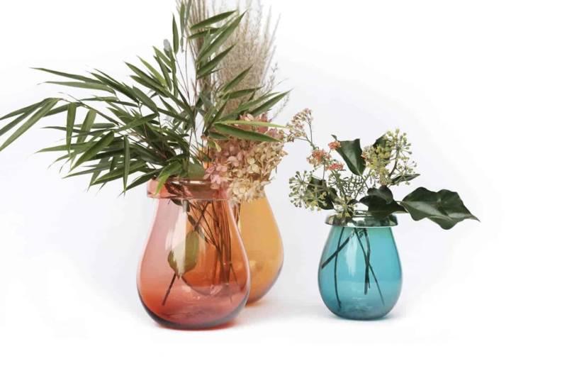 Ida, vases en verre soufflé avec bords pliés. Chaque pièce est unique. ©Utopia & Utility