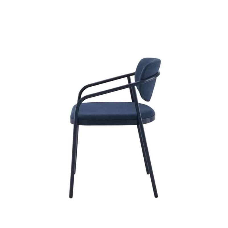Myth, chaise inspirée des piétements de chaises bistrot, en acier laqué époxy et assise tapissée. 50 x P 52 x H 75,6 cm. Design Charlotte Juillard. ©Cinna