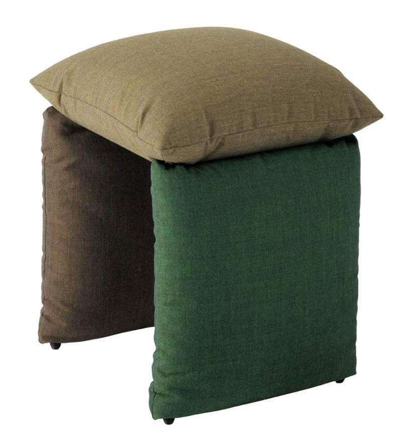 Pillow, pouf rembourré. 49 x P 37 x H 54 cm. Design Andrea Anastasio. ©Metalmobil