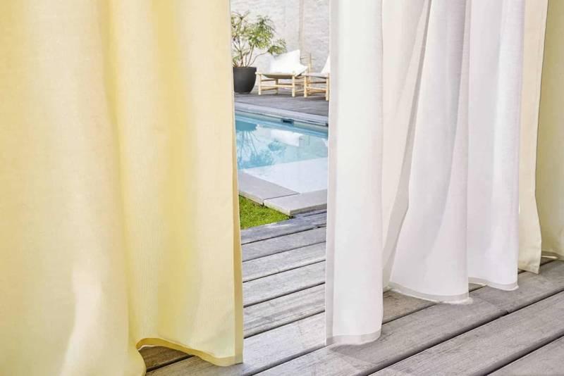 Rideaux et voilages de la collection Window fabrics, en fibre acrylique Sunbrella® teint masse. ©Sunbrella