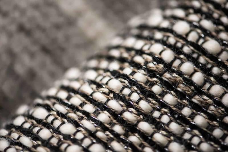 Tissu Fe Karoo Cent Onze, en polyester, lin, acrylique, laine et métal. Rideau, tenture murale et tapisserie. Photo Lotfi Dakhli. ©Toyine Sellers