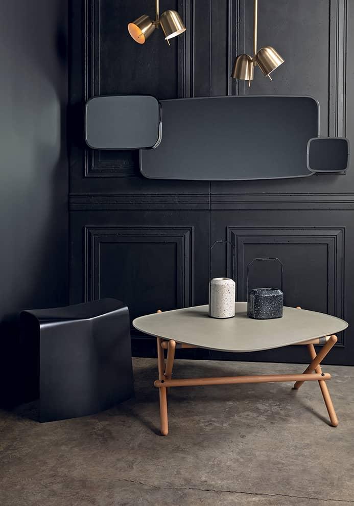 Trianon, miroir de la collection Héritage pour Miroir Brot. Finition luxe, chrome fumé, marbre noir. 159 x 53 cm. Design Patrick Norguet. ©Orphéon