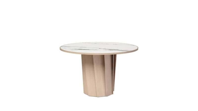 Volute, table avec effet de rotation, en chêne blanchi et céramique Venato. ø 120 cm. Design Pierre Dubourg. ©Dasras
