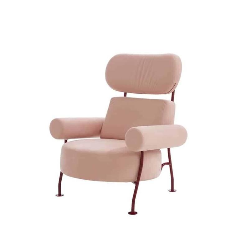 Astair, fauteuil avec structure en panneaux de particules, multiplis et tube acier coloris Bordeaux. L 92 x P 87 x H 108 cm. Design Pierre Charpin ©Ligne Roset