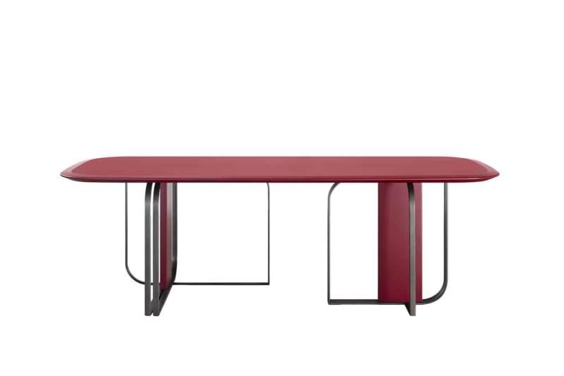 Bon Ton, table, laqué bois et acier tubulaire incurvé, finition canon de fusil brossé. Coloris amarante. L 300 x 100 x H 75. Design Baldessari e Baldessari. ©Adele-C