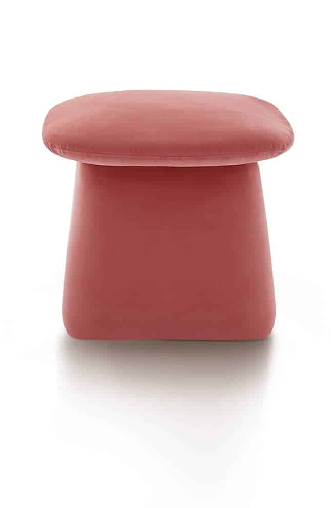 Bulé, pouf revêu de velours, coloris corail. L 48 x P 45 x H 40 cm. Design Lorenzo Palmeri. ©MY Home Collection