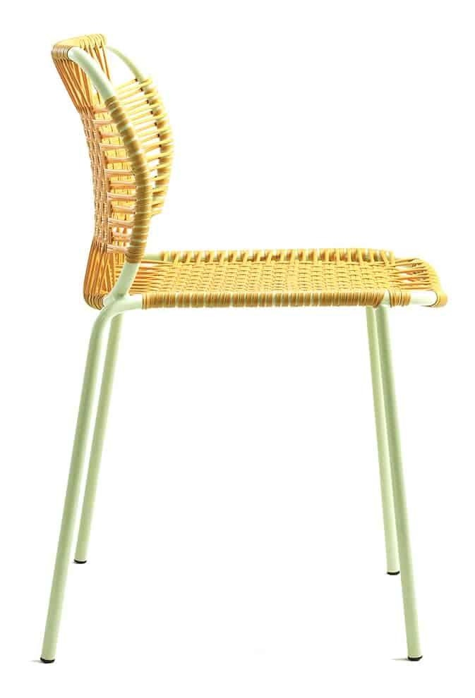 Cielo, chaise empilable en cordes tubulaires en acier et plastique. L 54 x H 77 cm. Design Sebastian Herkner. ©Ames