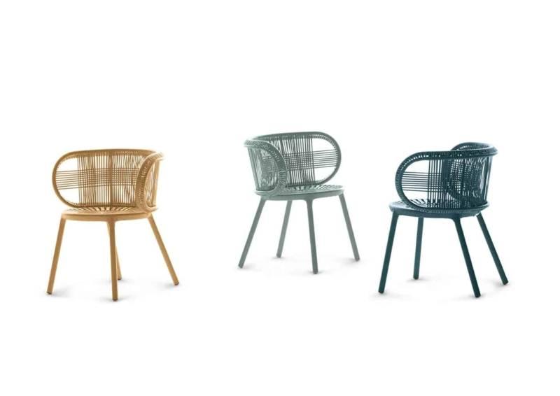 Cirql, fauteuil repas en fibre tressée, coloris Ginger, Bluestone et Jade. L 68 x P 57 x H 74 cm. Design Werner Aisslinger. ©Dedon