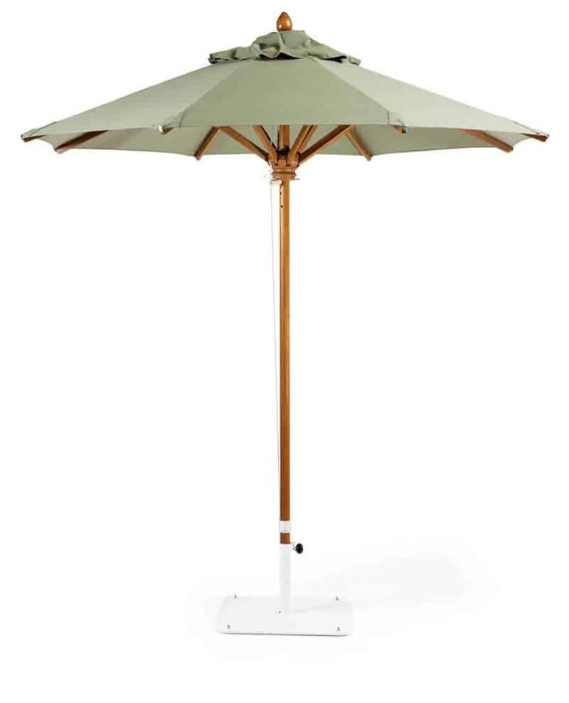 Classic, parasol en chêne, métal et toile acrylique, équipé d'une poulie. ø 2, 5 ou 3,5 m. ©Ethimo
