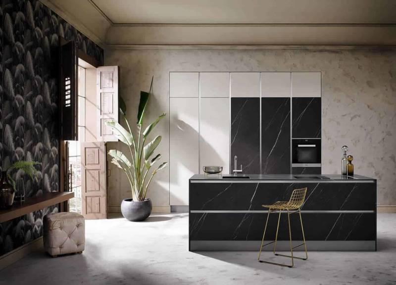 Cuisine Grifflos ne laissant apparaître que le matériau précieux : le béton réel naturel, aspect marbre. ©Häcker