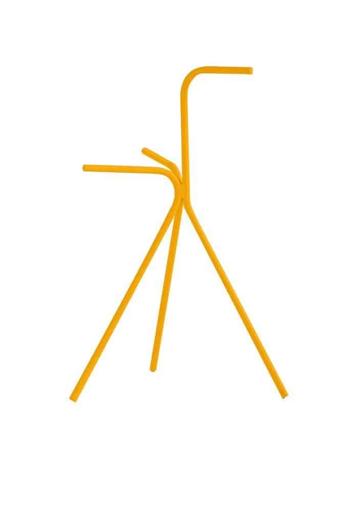 D12, table d'appoint:porte-revue en acier zingué thermolaqué. 32 x 57 cm. Coloris Mustard. Design Marià Castelló. ©Diabla