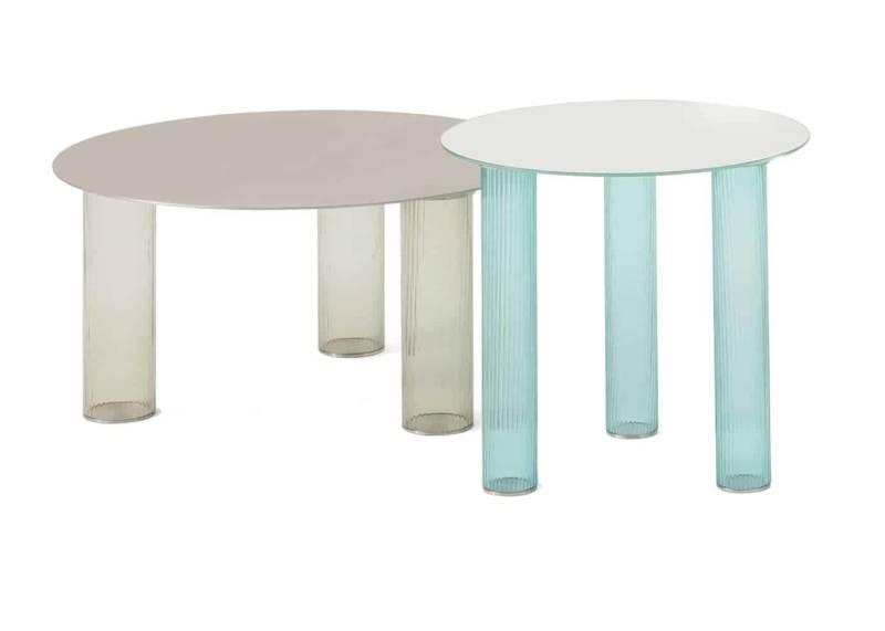 Echino, tables basses en verre soufflé à 3 couches, coloris gris-fumé, bleu clair, ambre ou bleu. Plateau acier ou miroir. Design Sebastian Herkner. ©Zanotta