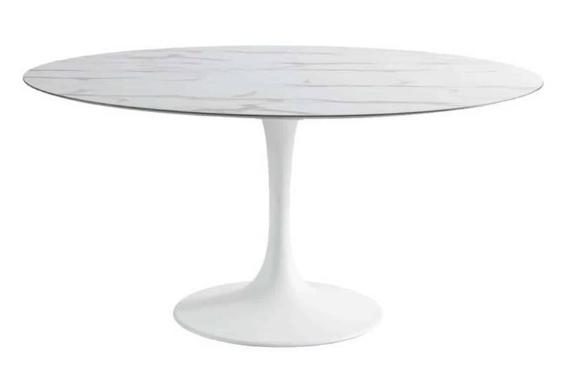 Korol, table ovale en fonte d'aluminium laquée et plateau en HPL imitation marbre. 170 x 110 cm. Design Éric Carrère. ©Sifas