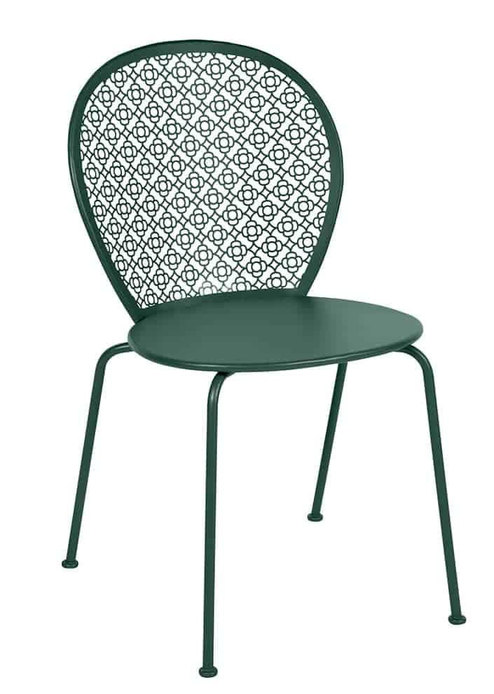 Lorette, chaise empilable en acier laqué perforé et découpé laser. L 46 x P 42 x H 84 cm. Design Frédéric Sofia. ©Fermob