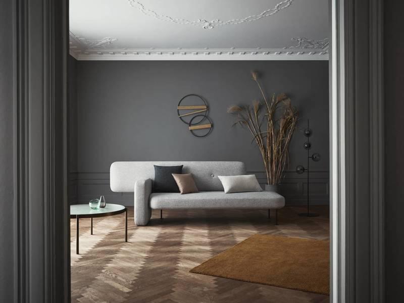 Pebble, canapé asymétrique, inspiré des galets. L 270 x P 60 x H 45 cm. Design Santiago Bautista. ©Bolia