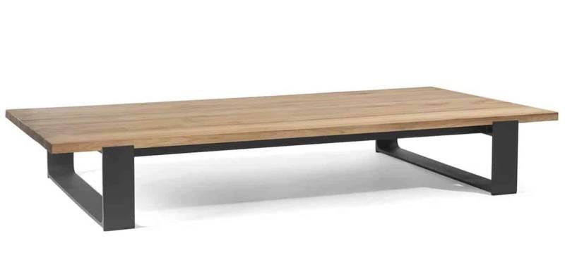 Prato, table basse en teck et piètement en PWI lava. L 180 x P 90 x H 35 cm. ©Manutti
