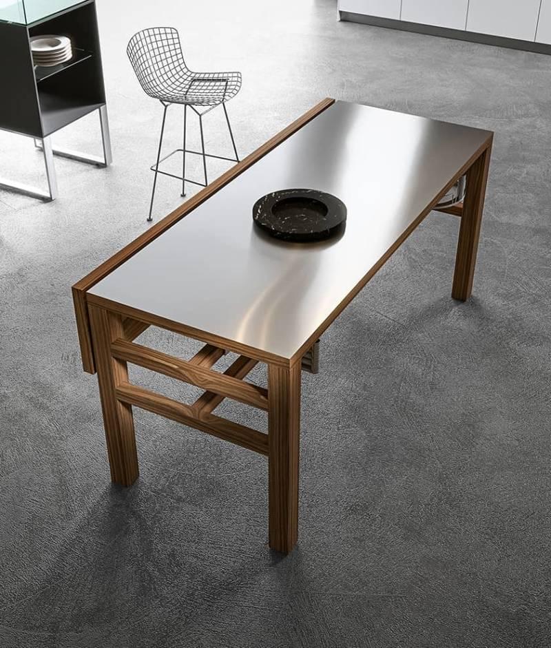 Table BIS, plan snack et opérationnel. Étagères basculantes et accessoires extractibles. ©Aran Cucine