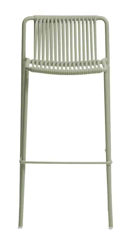 Tribeca, tabouret avec structure tubulaire peinte et assise:dossier en fils de PVC extrudé. L 49,5 x P 46,5 x H 98,5 cm. Design Mandelli et Pagliarulo. ©Pedrali
