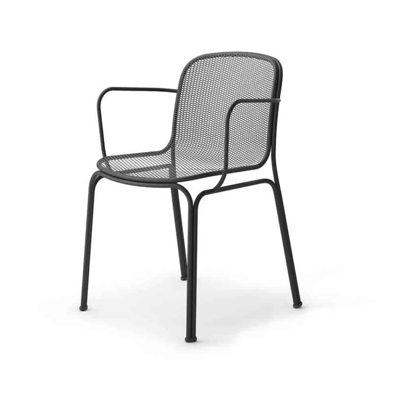 Villa, chaise empilable en acier tubulaire et coque en maille. L 54,1 x P 51,8 x H 78,6 cm. Design Jun Yasumoto. ©Colos