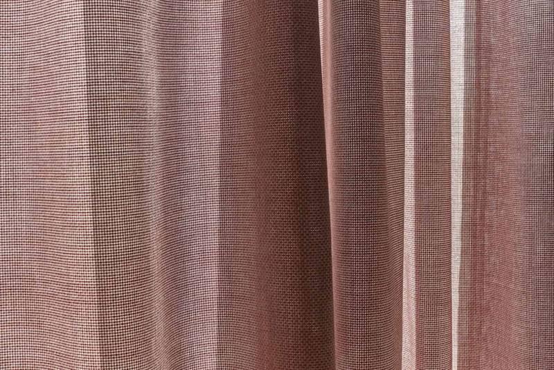 Window, textile en fibres acryliques Sunbrella® teinté dans la masse pour velums ou pergolas. Laize 3 mètres. Coloris Havane. ©Sunbrella®