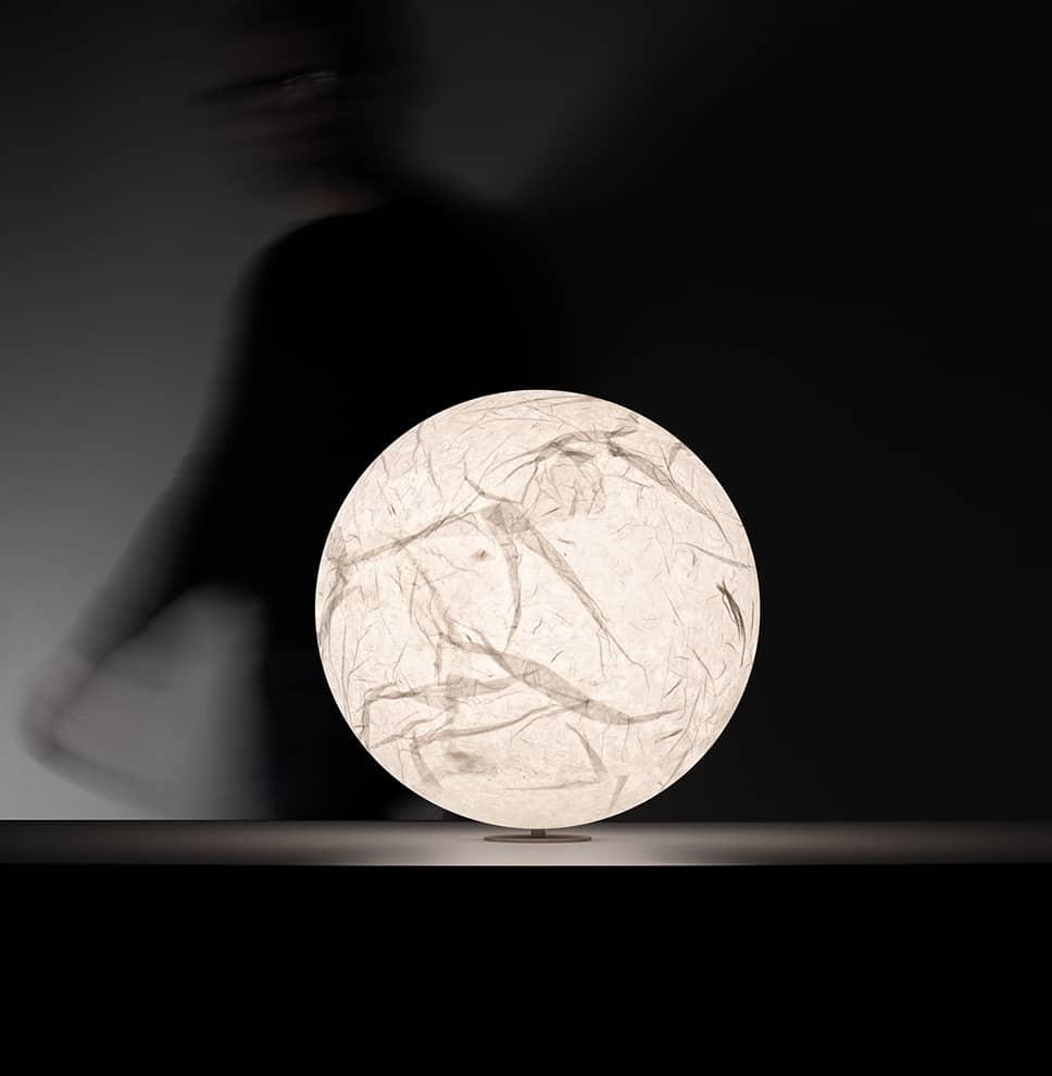 Moon T – Lampe inspirée de la lune avec surface en papier japonais