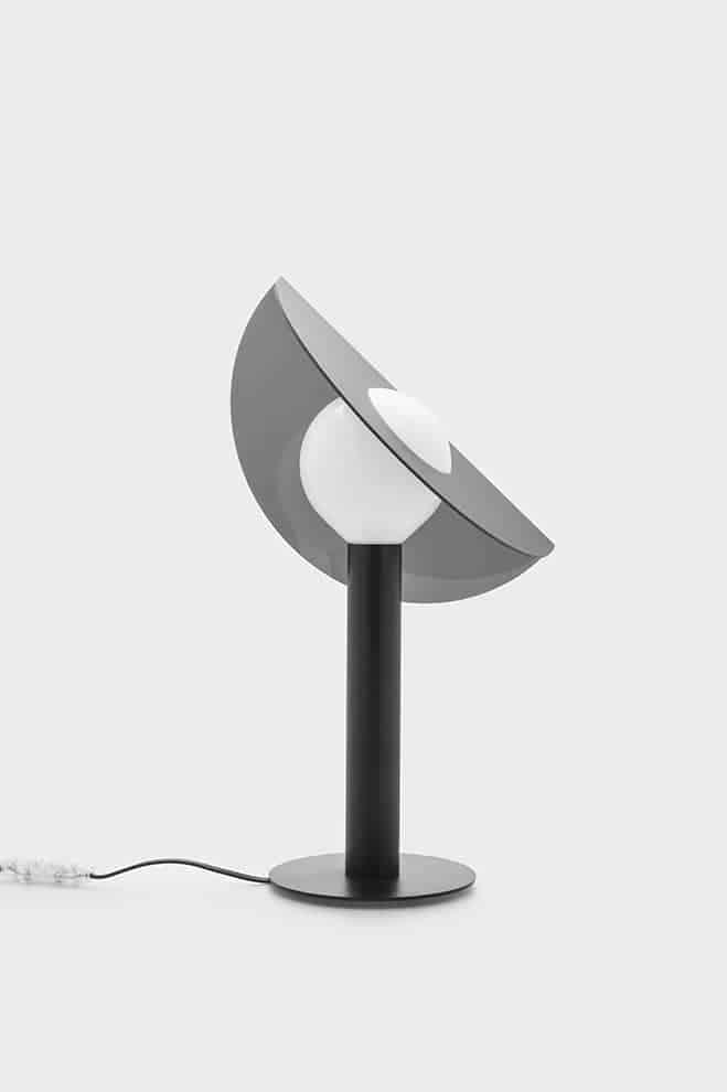 Orbite – Lampe dotée d'un abat-jour connecté à la source et orientable à 360°