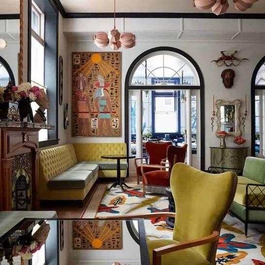 Le salon et le bar de jour de la Maison de la Luz (Nouvelle Orléans, États-Unis)