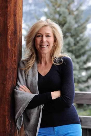 Anne Bayrou, cogérante passionnée de l'entreprise Chalets Bayrou. Photo Studio Erick Saillet.